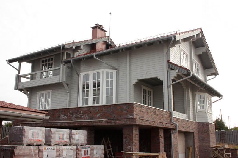 Дом из бруса с деревянными окнами 1