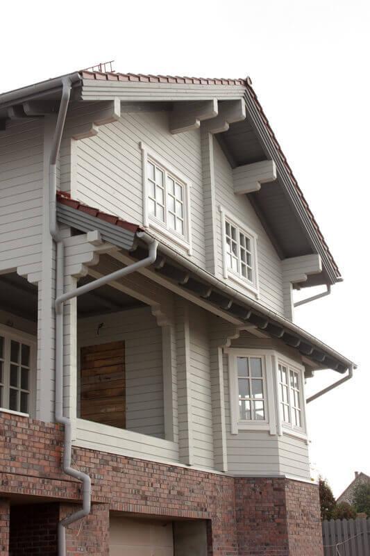 Дом из бруса с деревянными окнами 2