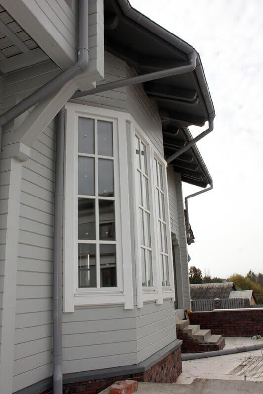 Дом из бруса с деревянными окнами 3