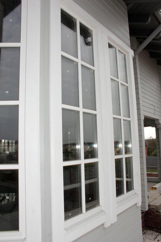 Дом из бруса с деревянными окнами 4