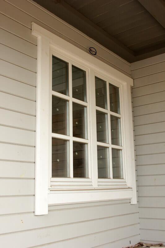 Дом из бруса с деревянными окнами 5