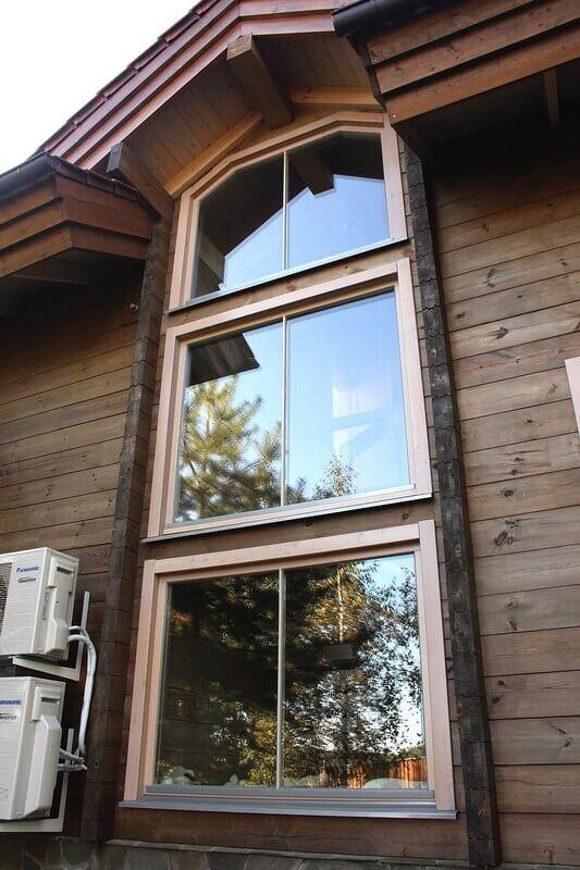 cottage with wooden windows near Minsk 9