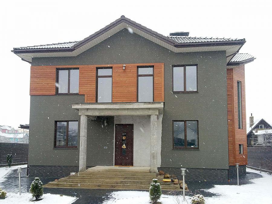 Дом с деревянными окнами в д.Тарасово