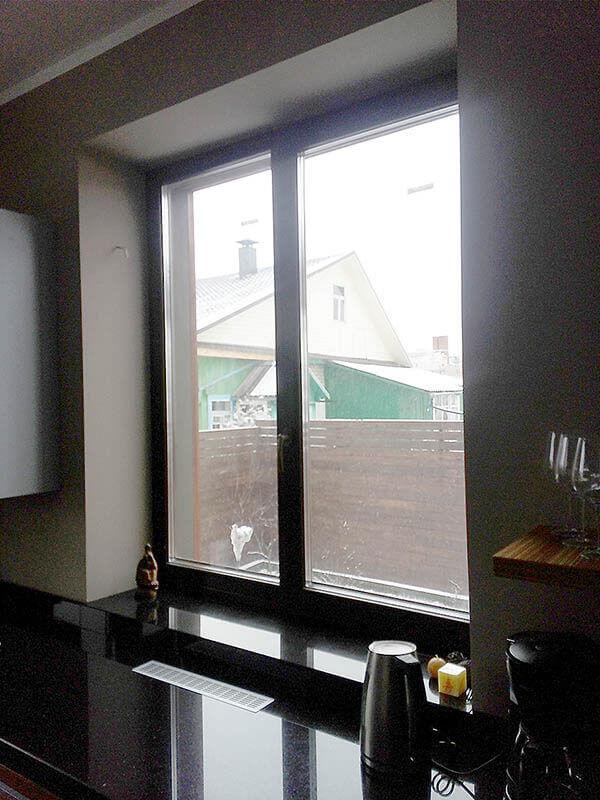 dom-s-derevyannymi-oknami-v-tarasovo-4