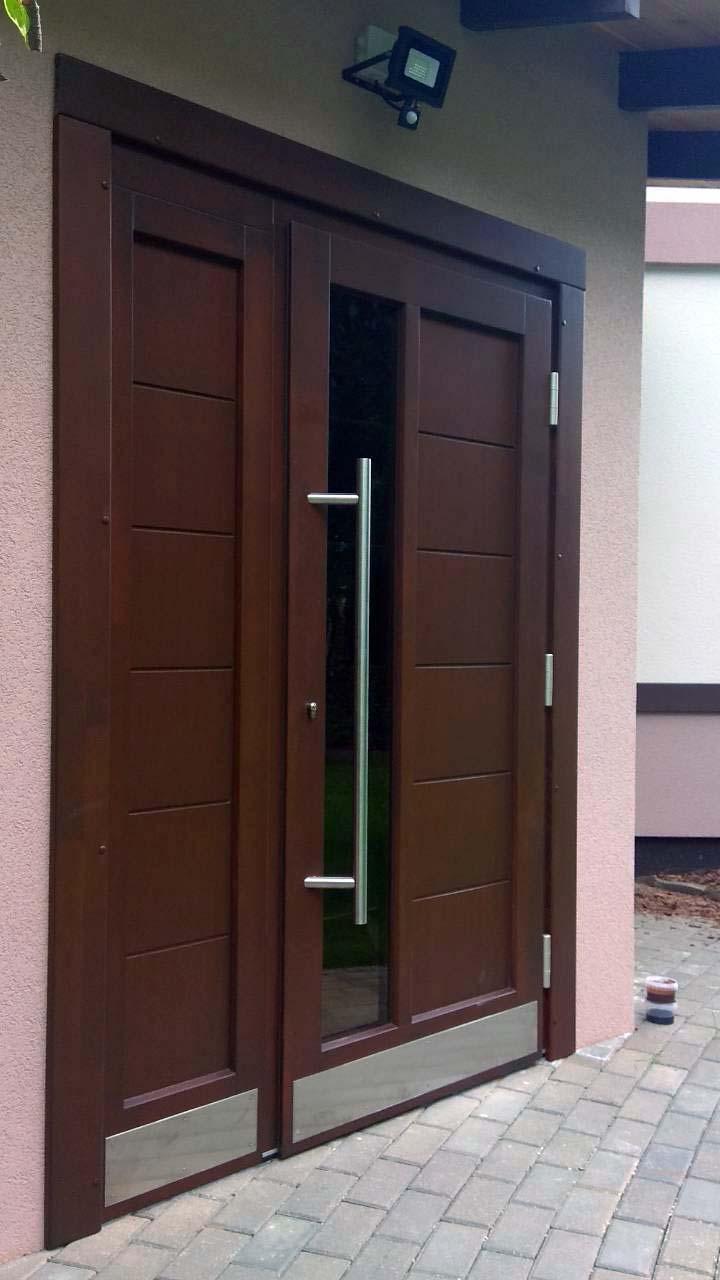 Ореховая входная двухстворчатая дверь