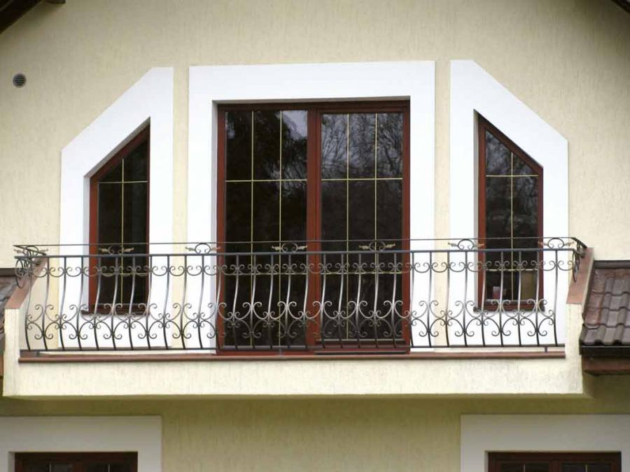 kottage-with-windows-of-wood-all-degree-1