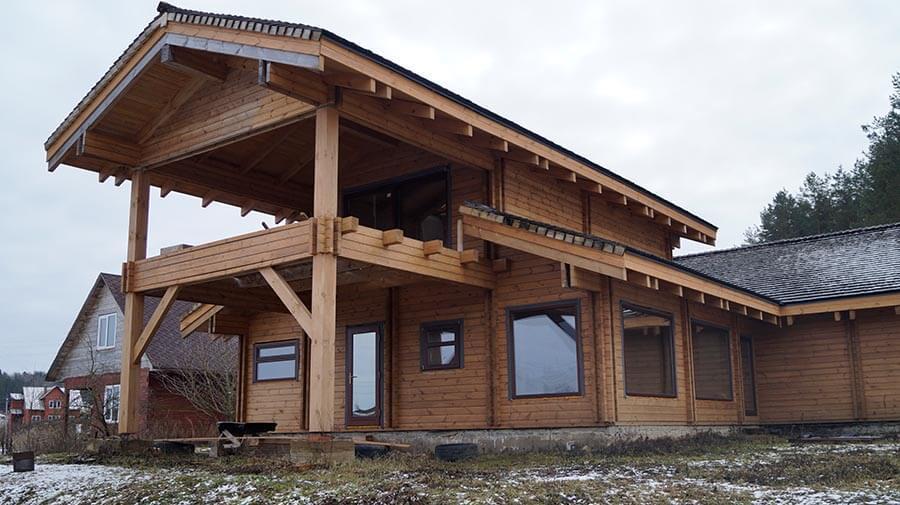 Остекление дома из профилированного бруса панорамными окнами из дерева 4