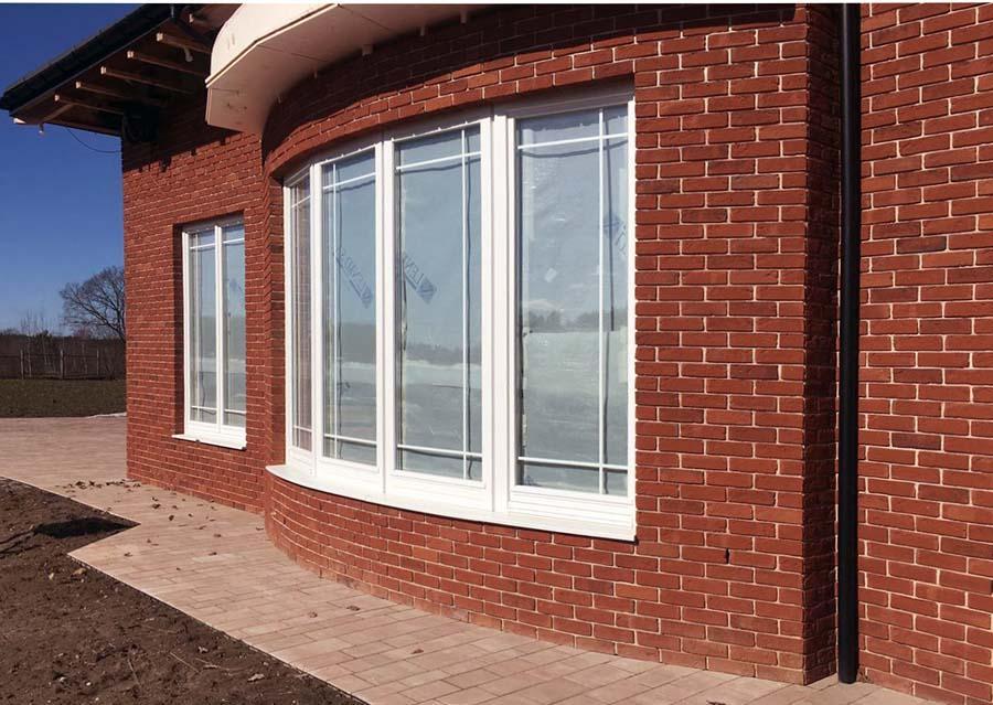 белые окна со шпросами