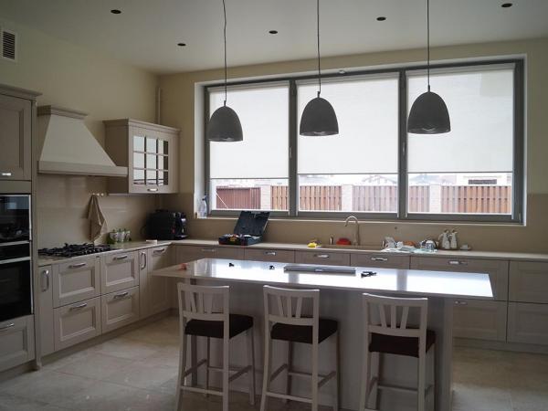 деревянные окна в кухне